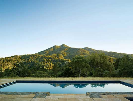 The courtyard, terraces and pool were aligned south towards majestic Mount Tamalpais. This landmark was the driving focal point in siting design elements.
